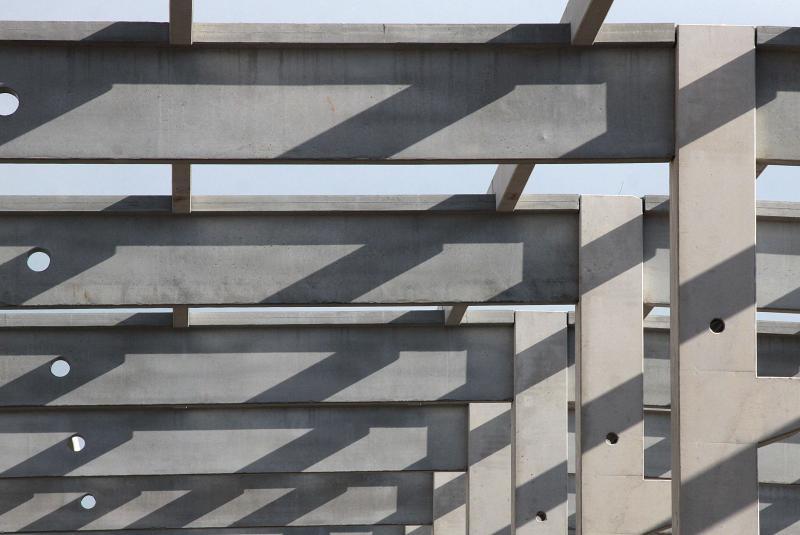 Hallentragkonstruktion mit Unterzuegen